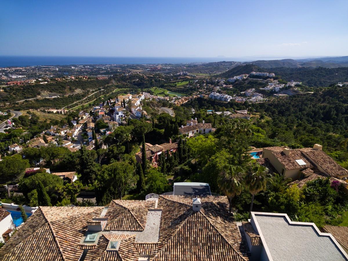Qlistings - Grand Villa in El Madroñal, Costa del Sol Property Image