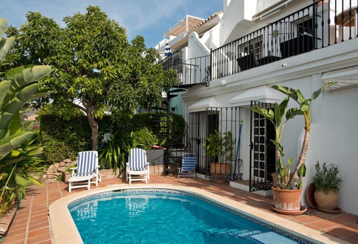 Qlistings - Spacious Renovated House in Aloha, Costa del Sol Property Image