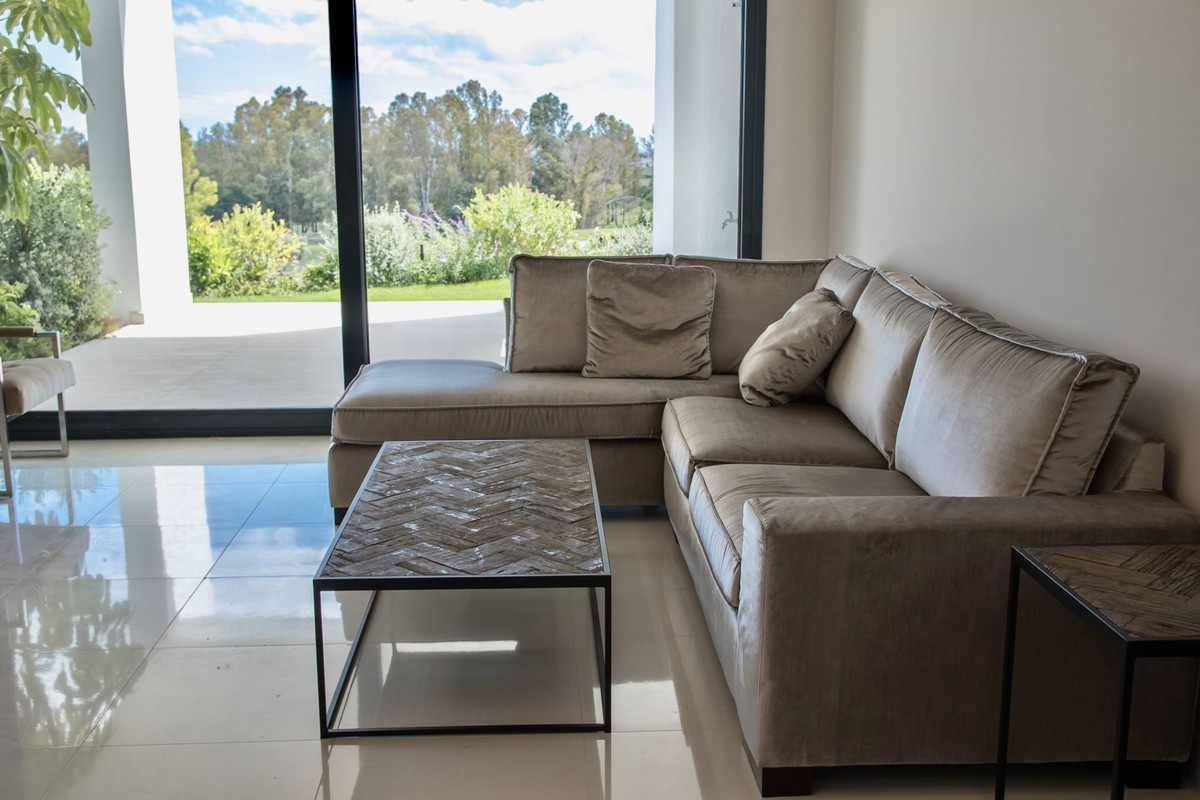 Qlistings - Luxury and Contemporary Apartment in Atalaya, Costa del Sol Property Image