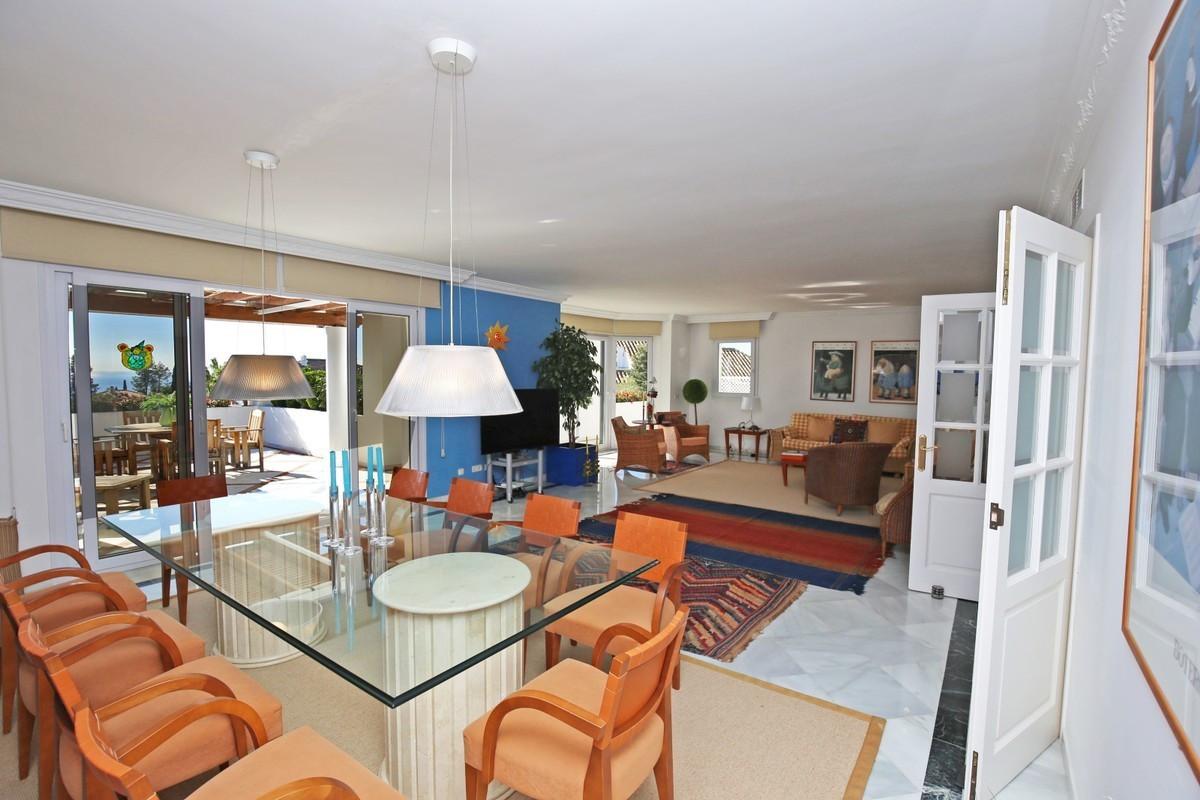 Qlistings - Elegant Apartment in The Golden Mile, Costa del Sol Property Image