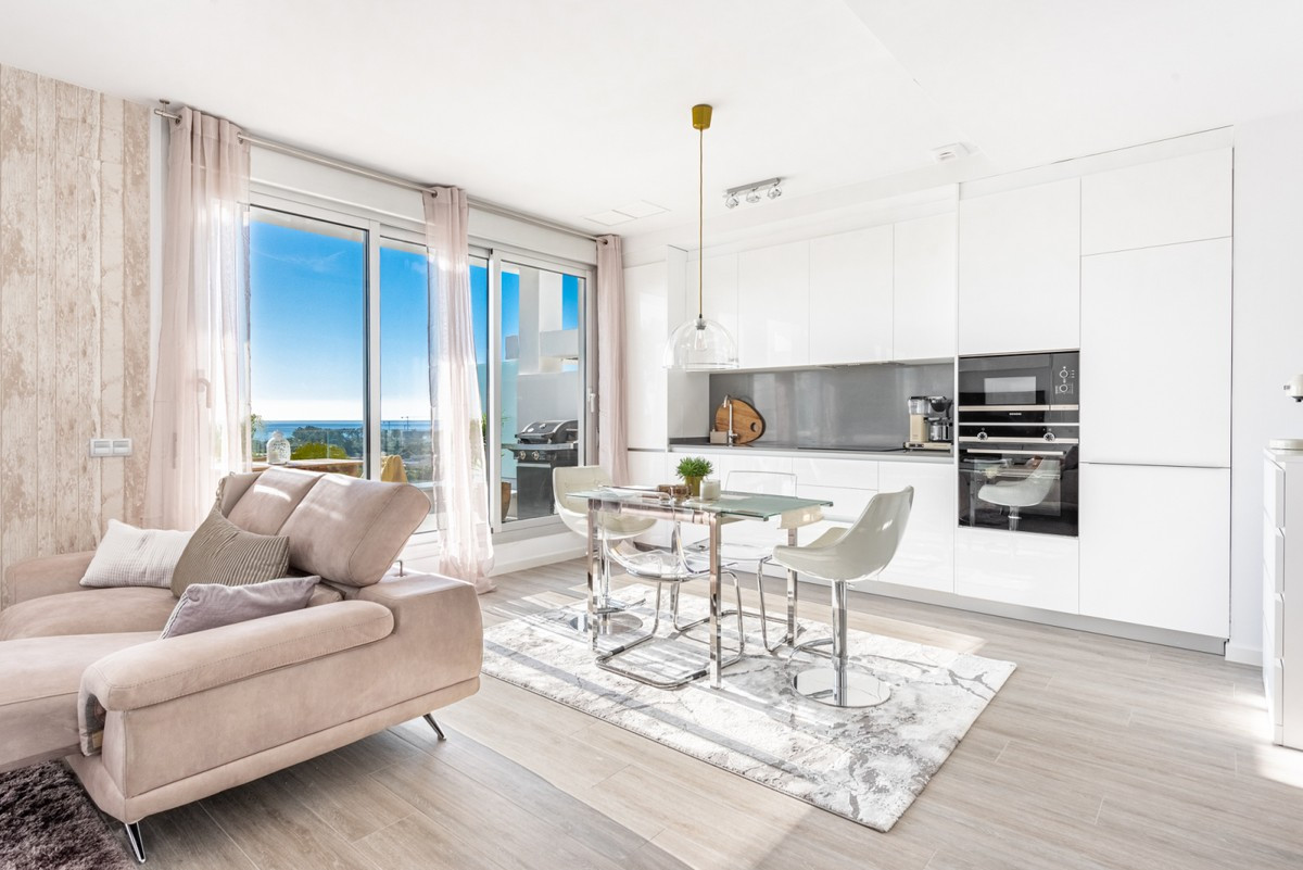 Qlistings - Resale Penthouse in Cancelada, Costa del Sol Property Image