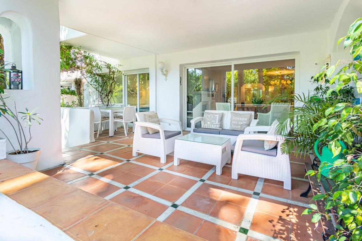 Qlistings - Spacious Apartment in Guadalmina Baja, Costa del Sol Property Image
