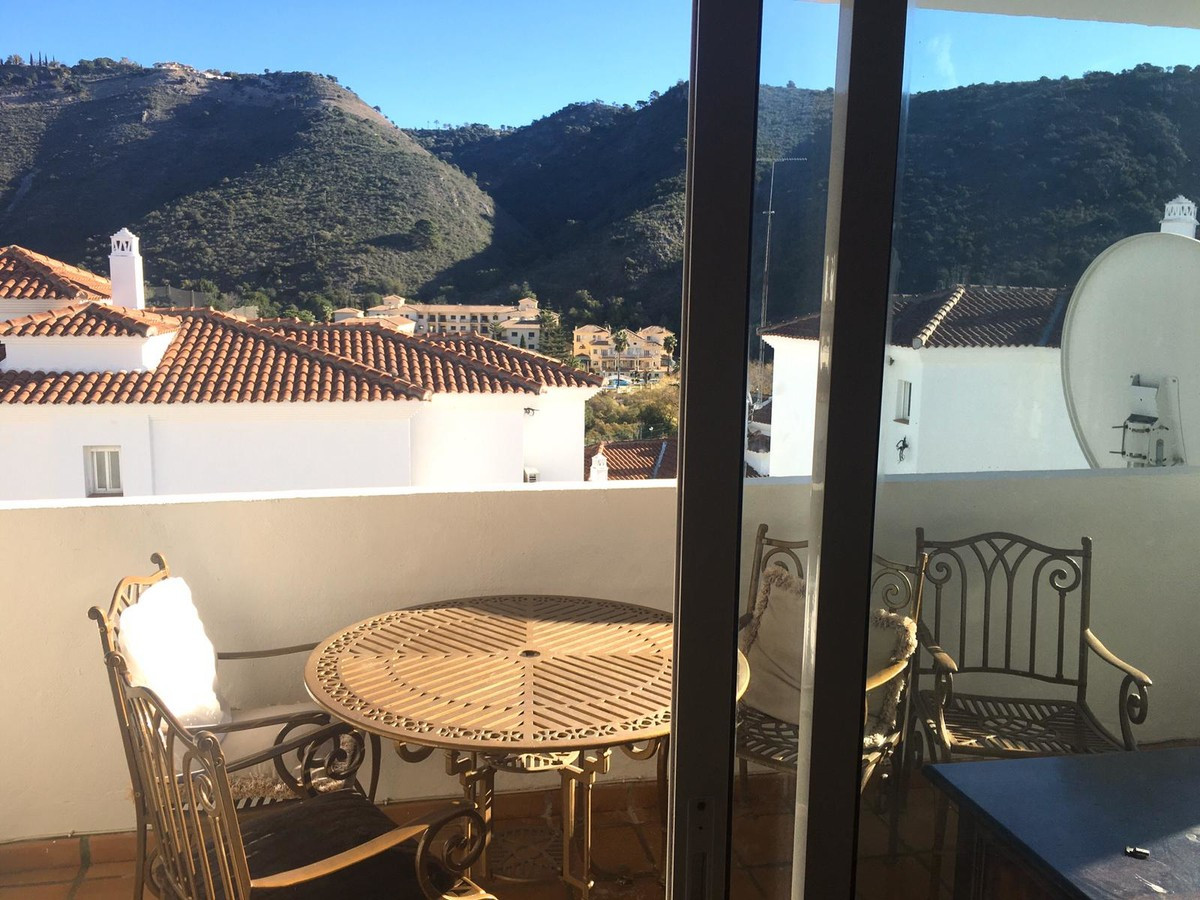 Qlistings - Beautiful Apartment in Benahavís, Costa del Sol Property Image