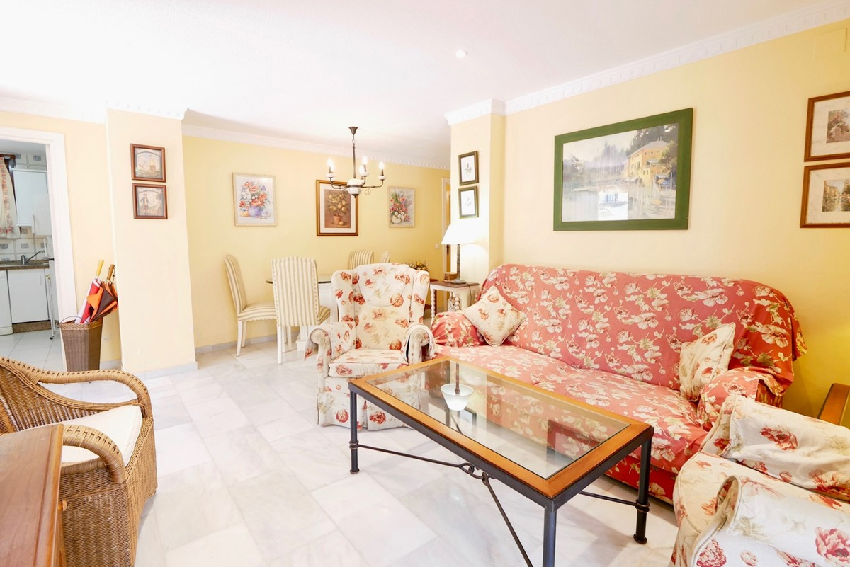 Qlistings - Apartment in Cabopino, Costa del Sol Property Image