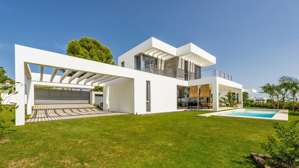 Qlistings - House in Cancelada, Costa del Sol Property Image