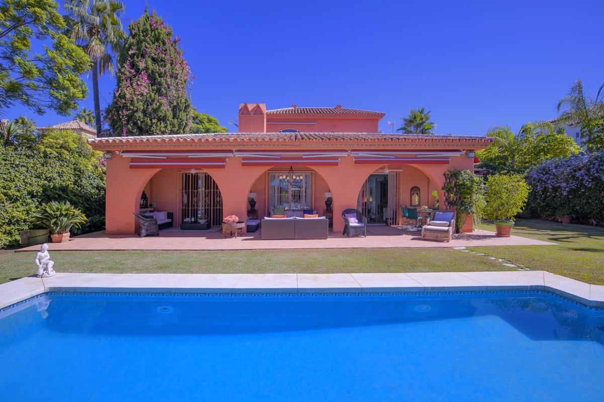 Qlistings - Mediterranean style villa in Aloha Golf - Nueva Andalucía Property Image