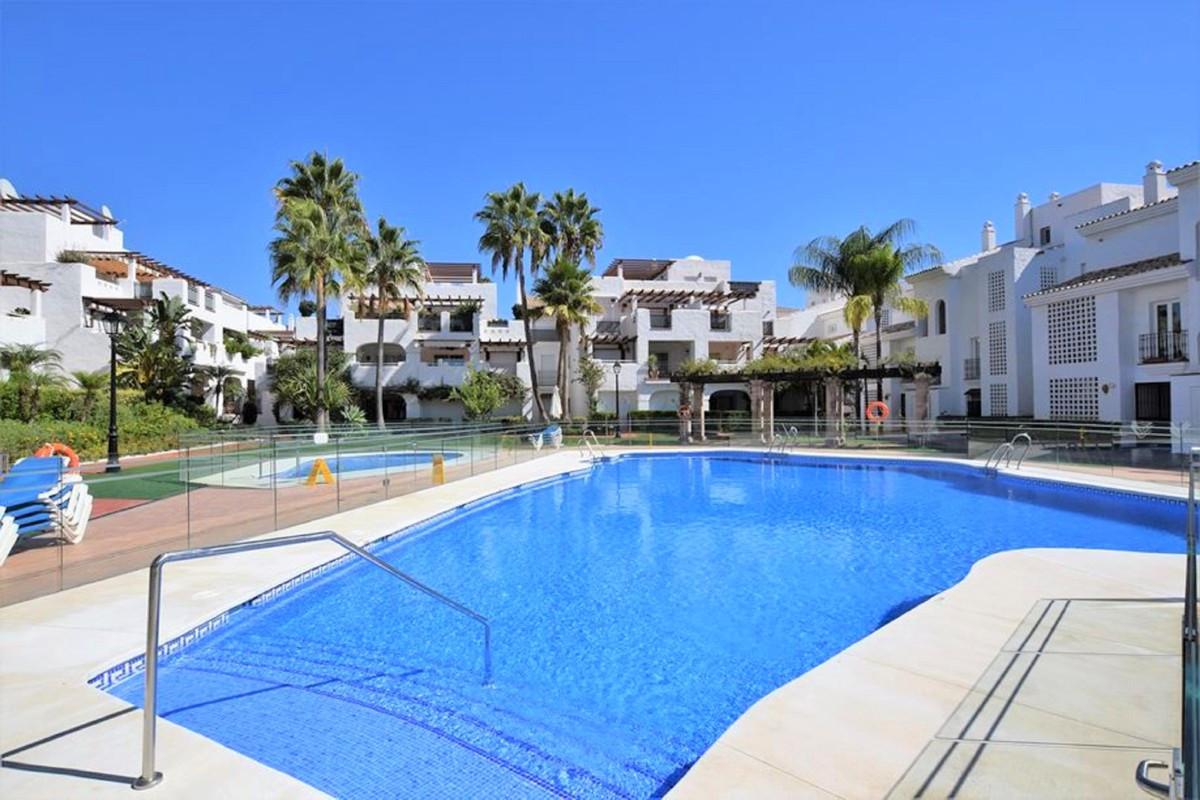 Qlistings - Apartment in San Pedro de Alcántara, Costa del Sol Property Image