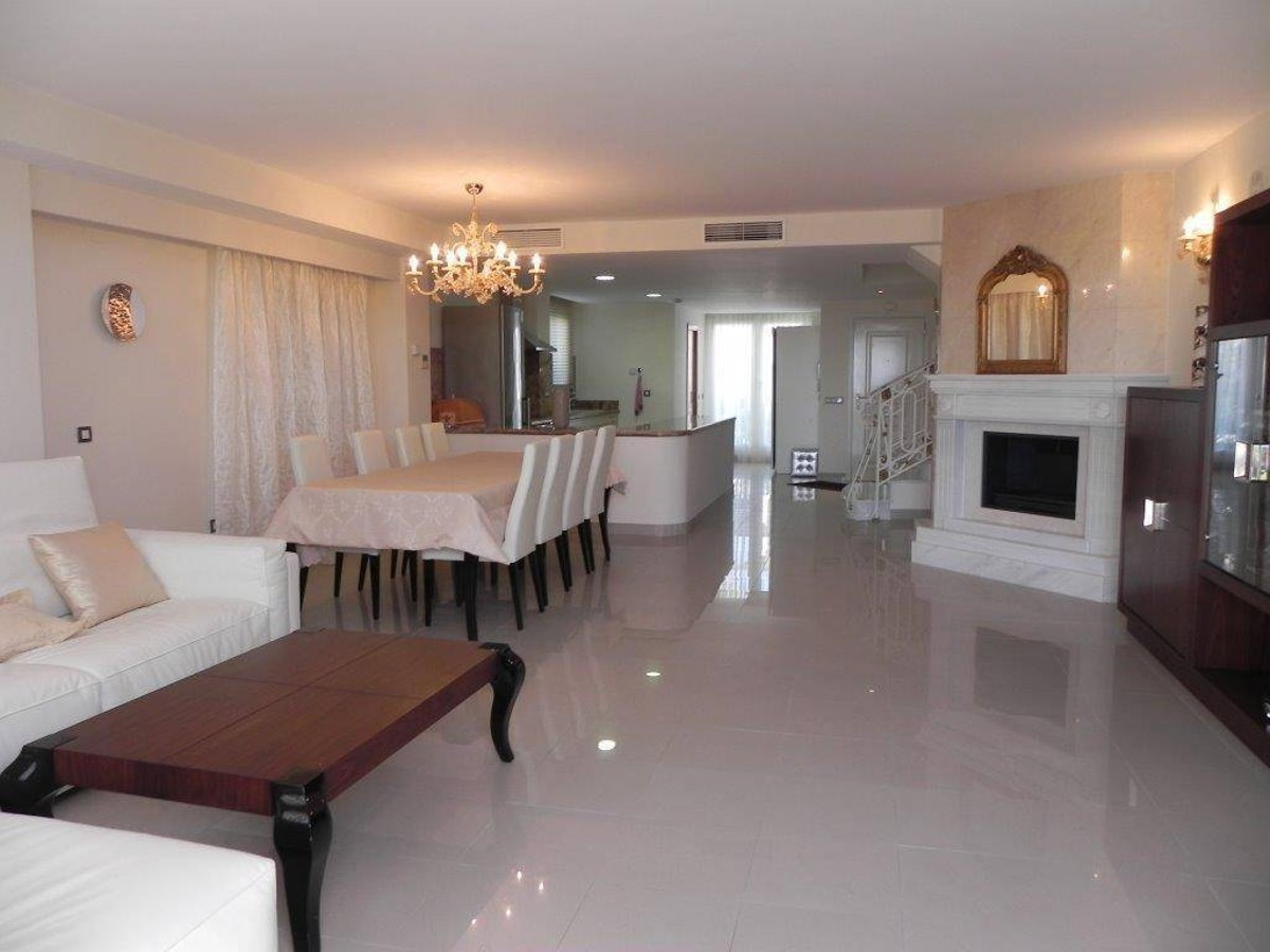 Qlistings - House in Atalaya, Costa del Sol Property Image