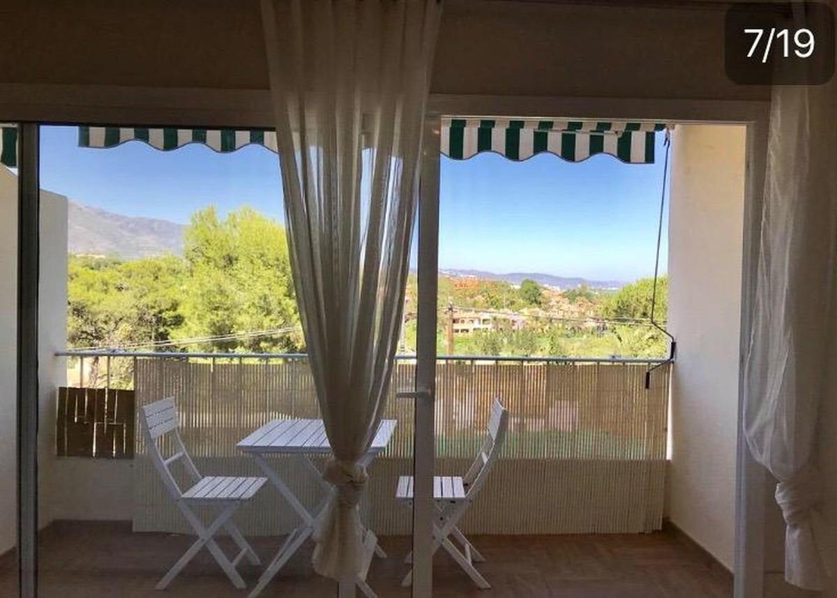 Qlistings - Spacious Apartment in Nueva Andalucía, Costa del Sol Property Image