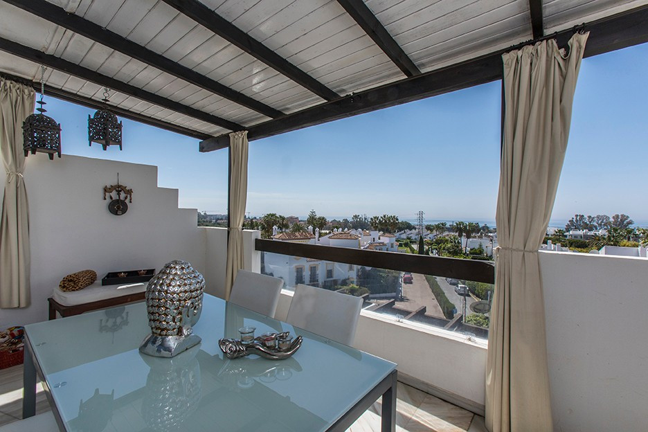 Qlistings - Lovely Penthouse Apartment in Cancelada, Costa del Sol Property Image