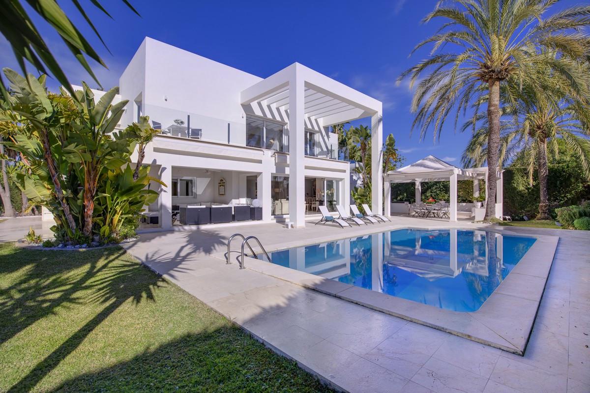 Qlistings - Beautiful House in Guadalmina Baja, Costa del Sol Property Image
