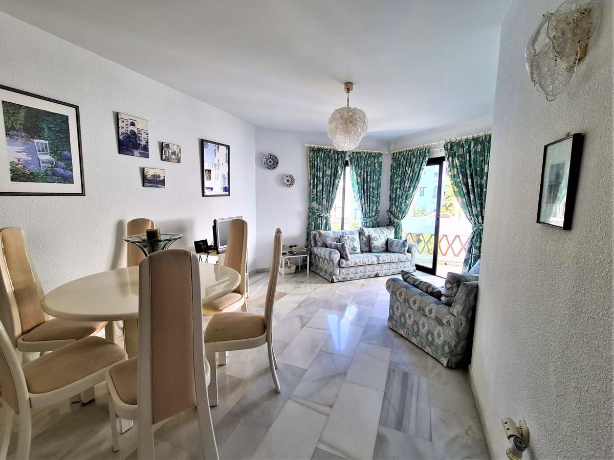 Qlistings - Apartment in Calahonda, Costa del Sol Property Image
