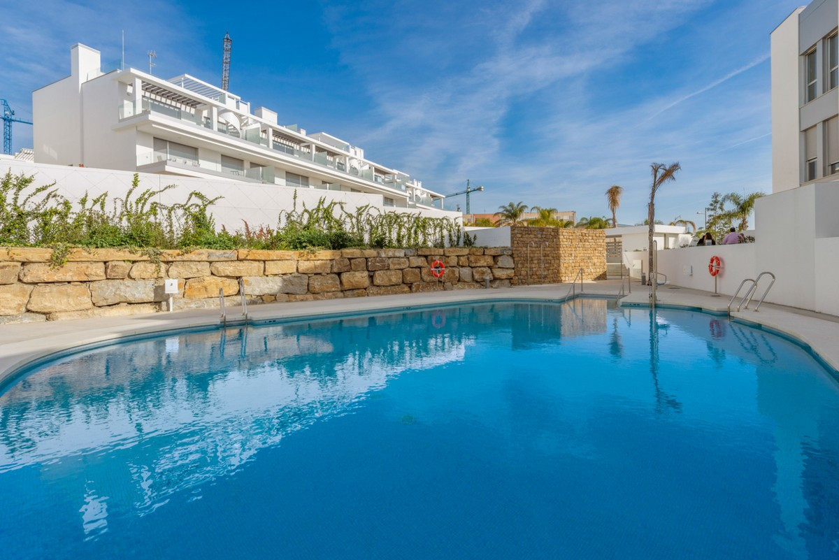 Qlistings - Modern Penthouse Apartment in Cancelada, Costa del Sol Property Image