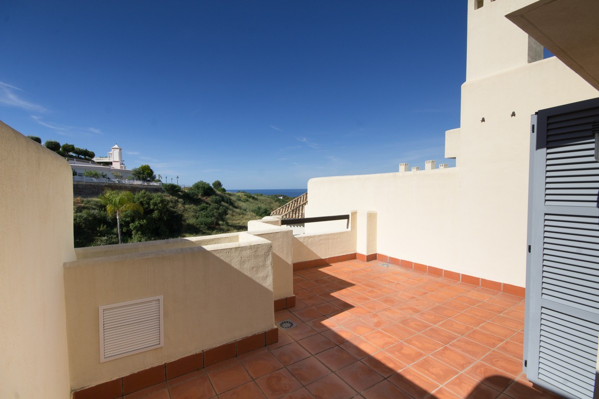 Qlistings - Fabulous   3 bedroom townhouse  in Cabopino, Costa del Sol Property Image