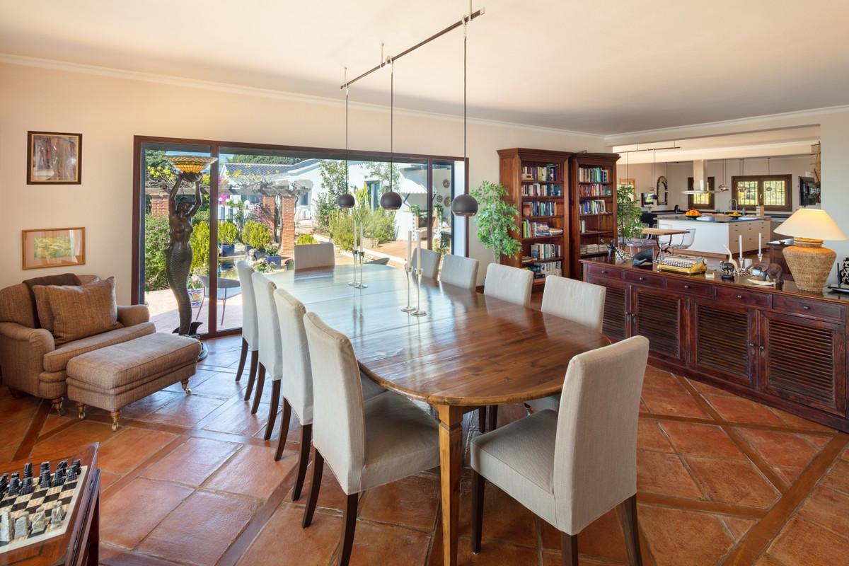 Qlistings - Large Villa in El Madroñal, Costa del Sol Property Image