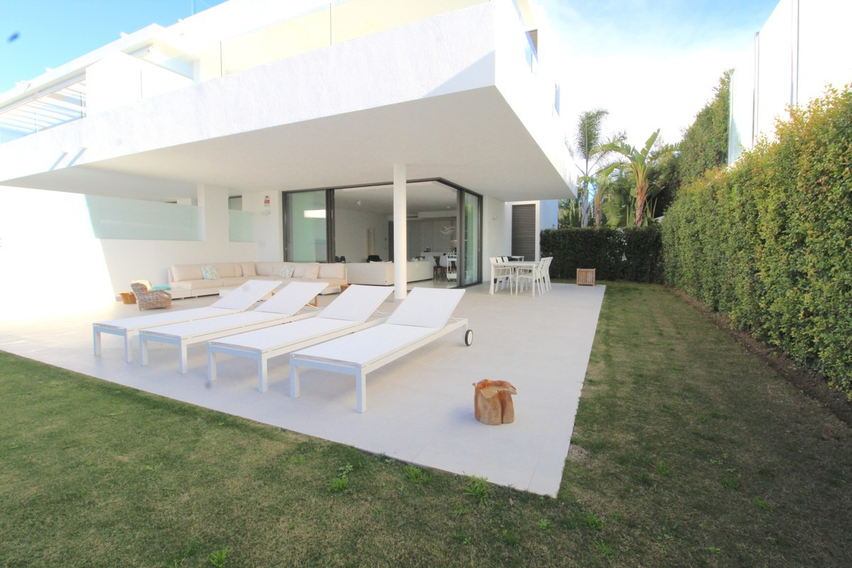 Qlistings - Cataleya Apartment in Atalaya, Costa del Sol Property Image