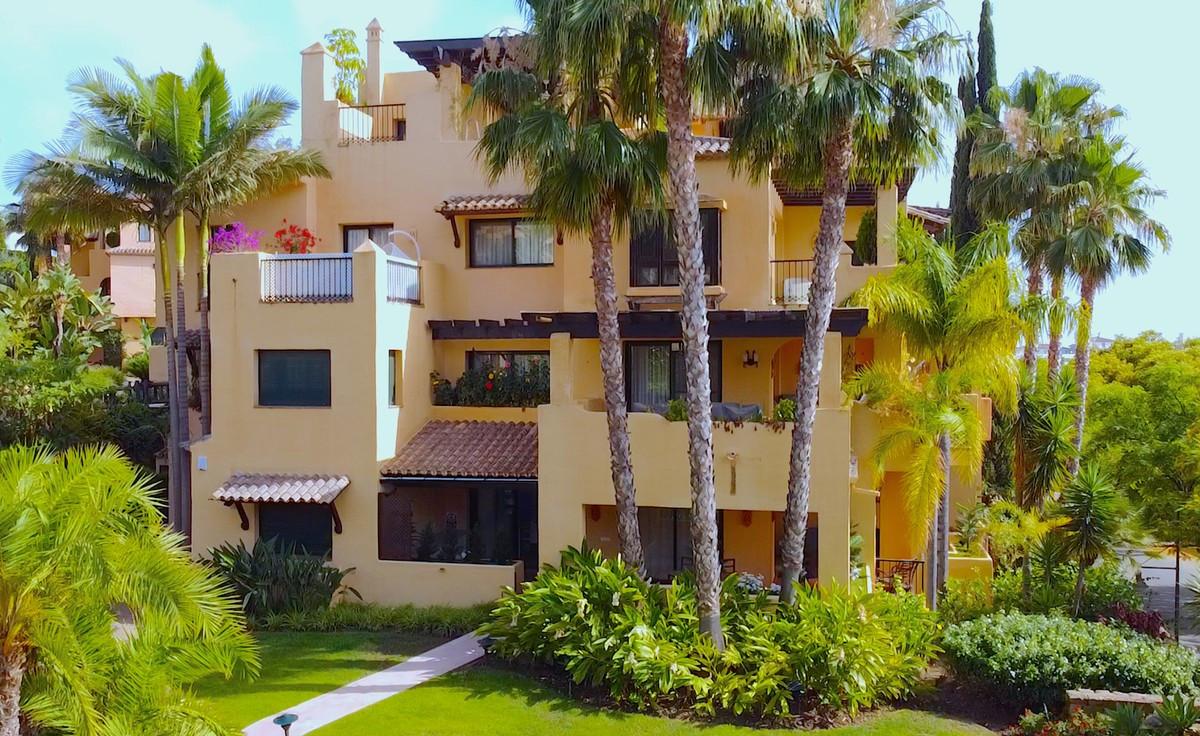 Qlistings - An Incredible Apartment in El Campanario Property Image