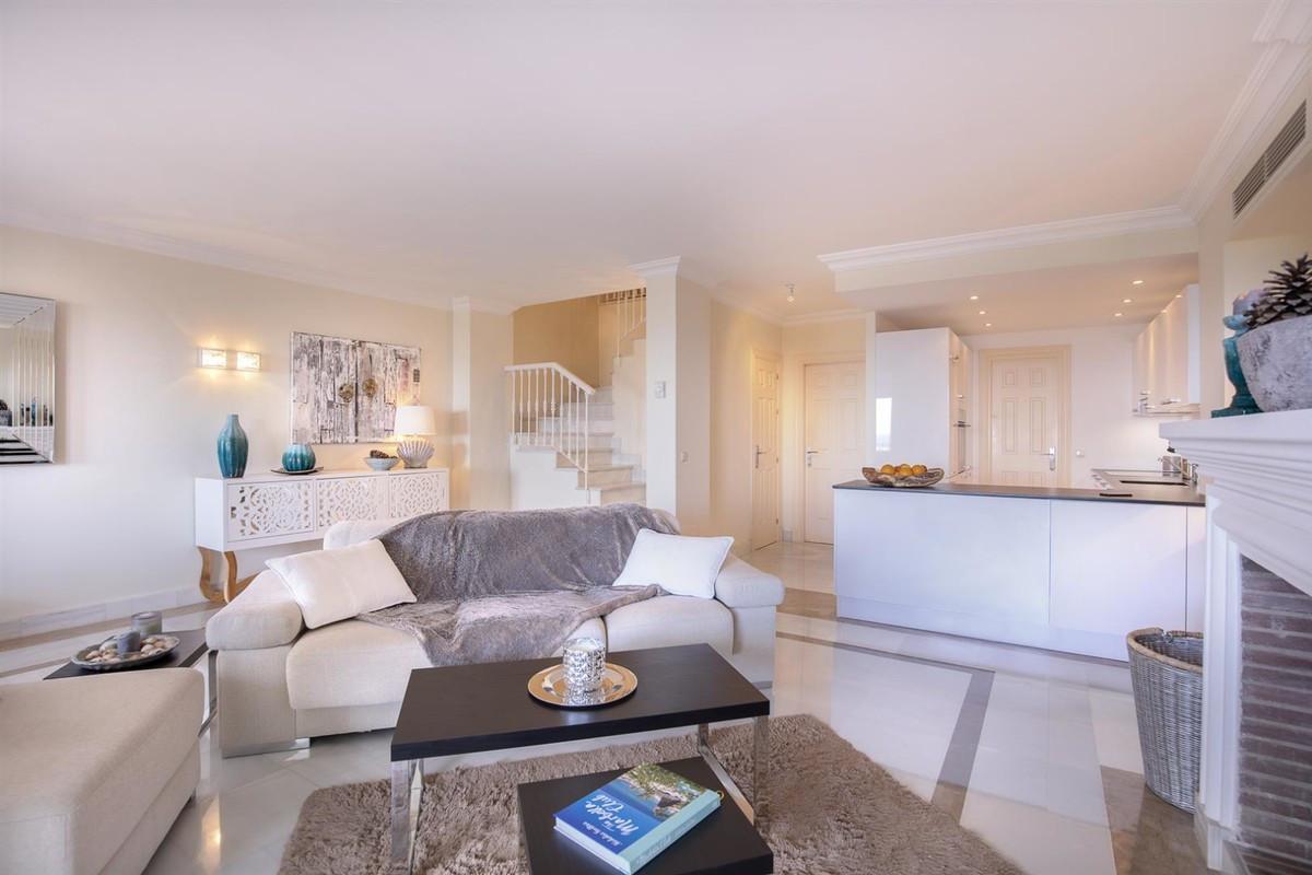 Qlistings - Spectacular Duplex Penthouse in Benahavís, Costa del Sol Property Image