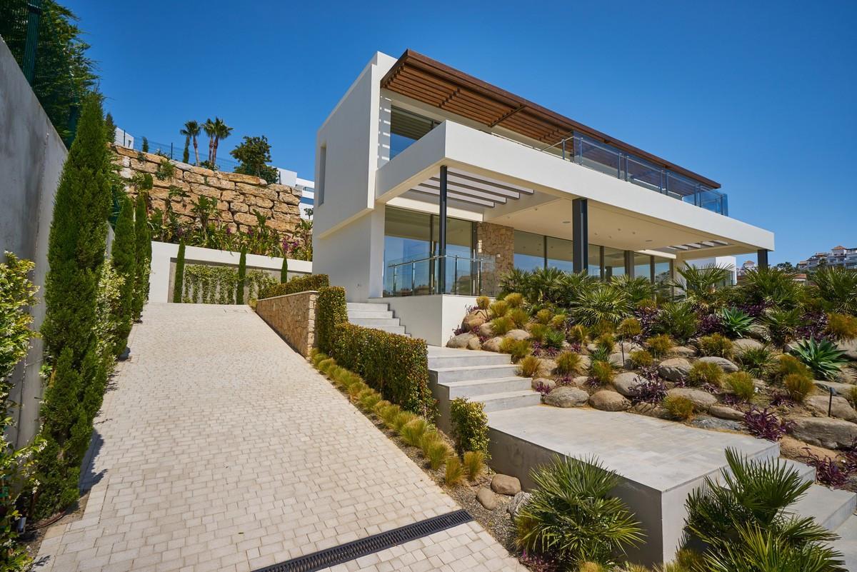 Qlistings - House in Benahavís, Costa del Sol  in Capanes Property Image