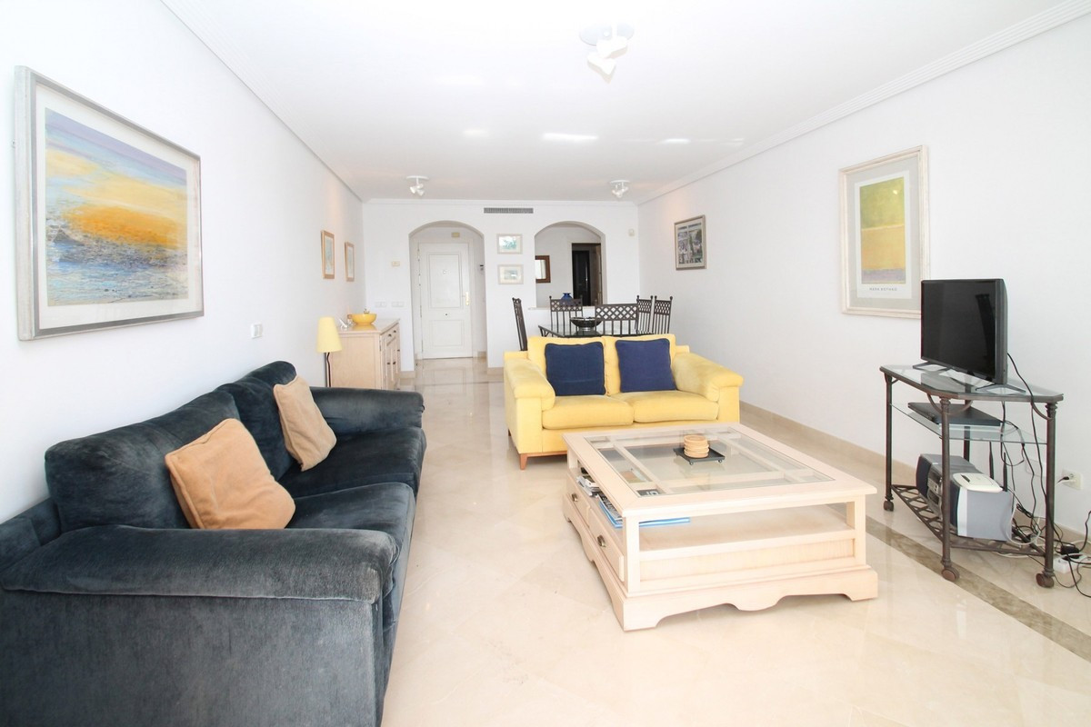 Qlistings - Apartment in Benahavís, Costa del Sol - Bright and Spacious Property Image