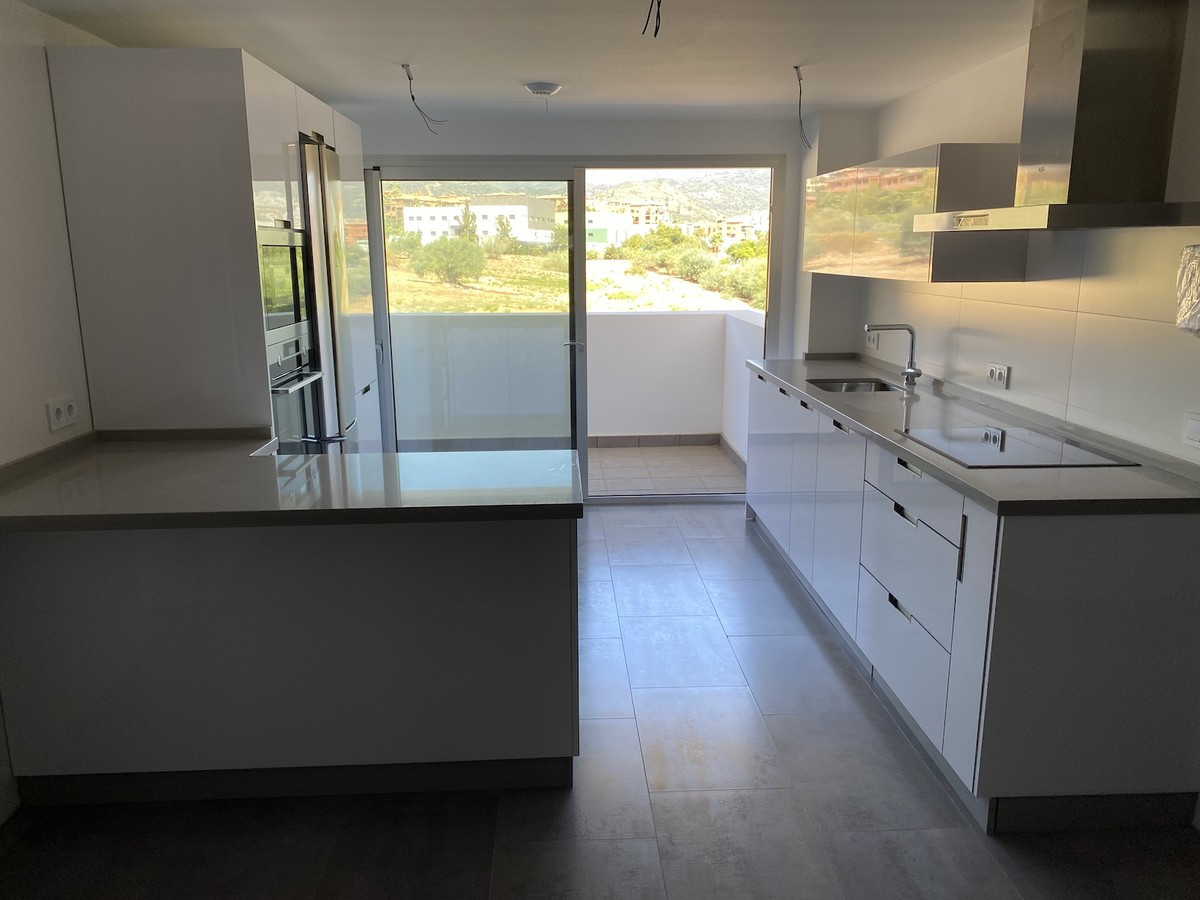 Qlistings - New Modern 3 Bedroom Apartment in Atalaya, Costa del Sol Property Image
