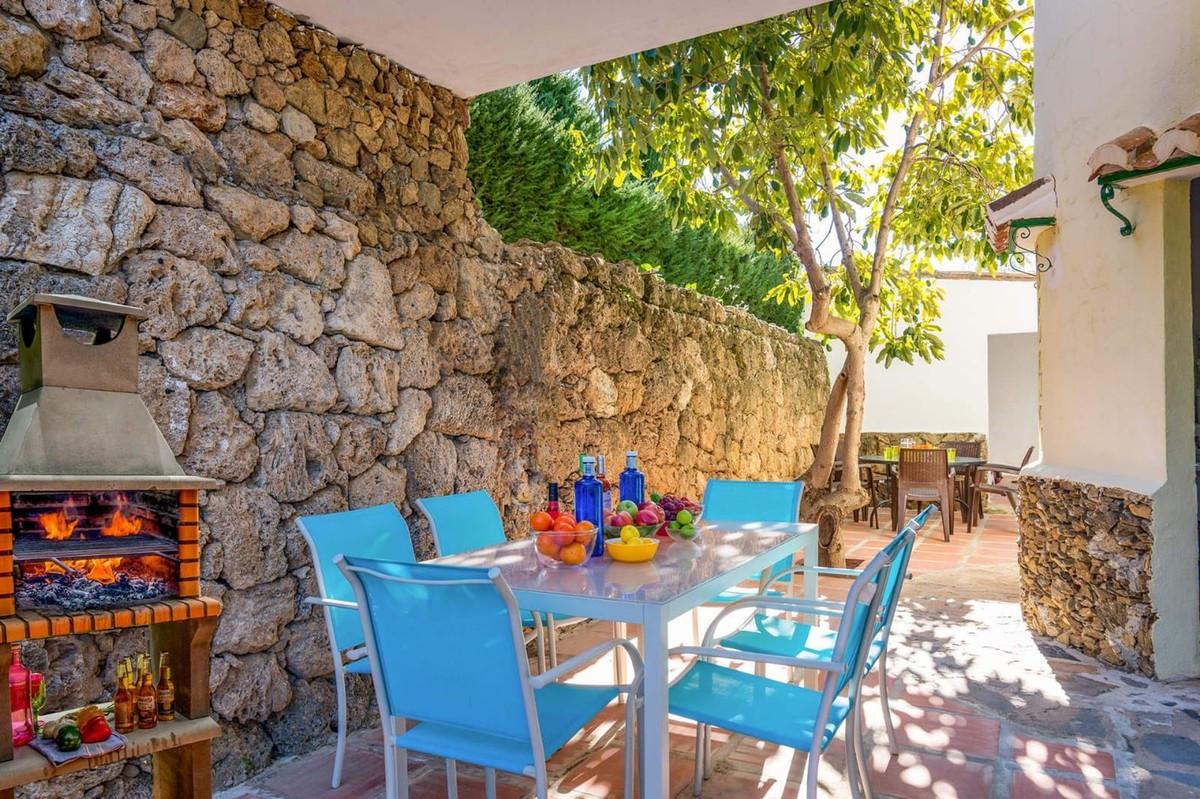 Qlistings - Beautiful Detached 5 Bedrooms House Villa in Mijas, Costa del Sol Property Image