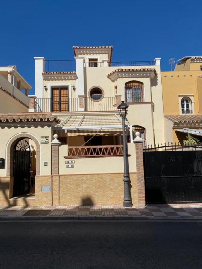 Qlistings - 3 Bedrooms Townhouse in Mijas Golf, Costa del Sol Property Thumbnail