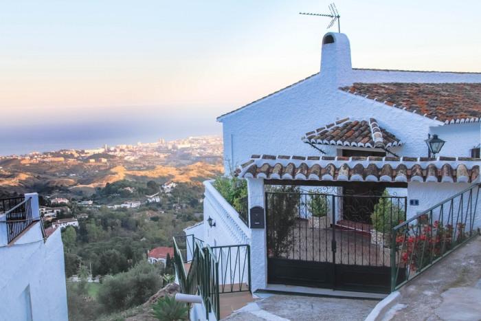 Qlistings - Spacious 4 Bedroom Detached House in Mijas, Costa del Sol Property Thumbnail