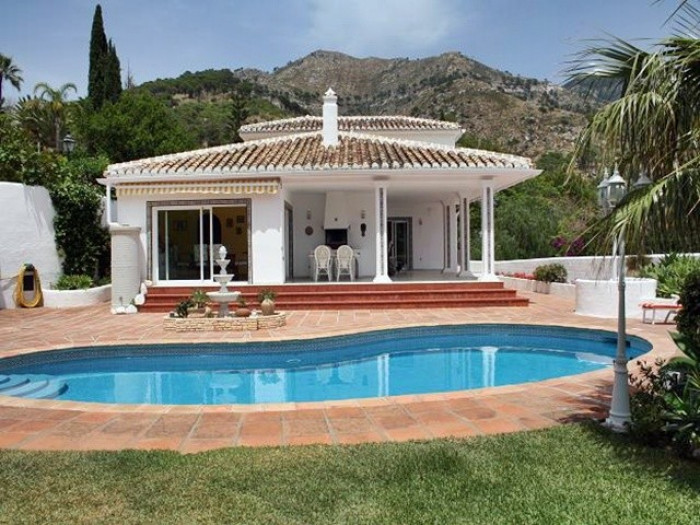 Qlistings - Traditionally Styled House Villa in Mijas, Costa del Sol Property Image